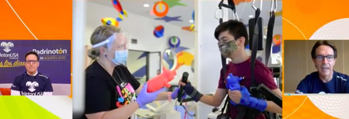 Captura de pantalla de programa de Univisión. En la imagen aparecen de izquierda a derecha: Raúl González, una imagen de un niño en terapia, y Fernando Landeros, presidente de Fundación TeletonUSA