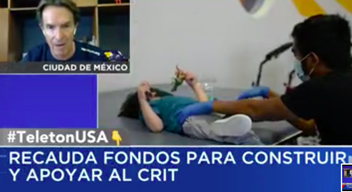 Captura de pantalla de televisión, a cuadro aparece Fernando Landeros, presidente de Fundación TeletonUSA, y la imagen de un niño siendo atendido en el CRIT